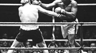 Golpes repetidos na cabeça estão na origem da doença de Muhammad Ali, morto nesta sexta-feira (3).