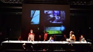 """A peça """"Gatilho da Felicidade"""" esteve em cena em Paris, no Nouveau Théâtre de Montreuil."""