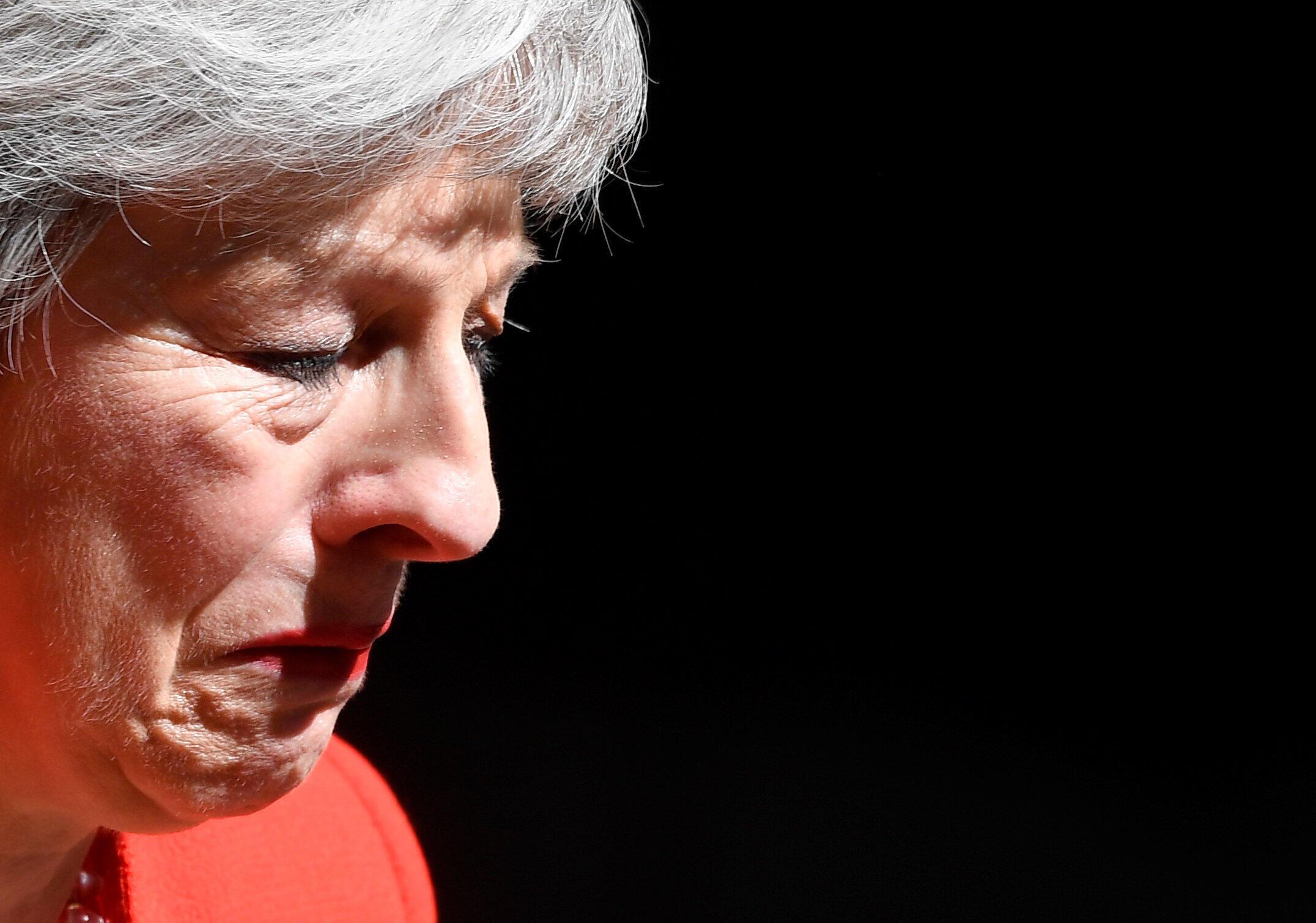 英國首相特蕾莎梅5月24日在唐寧街10號含淚宣布辭職