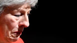 英国首相特蕾莎梅5月24日在唐宁街10号含泪宣布辞职