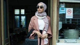Dans sa dernière campagne publicitaire, la marque suédoise H&M met en avant la mode islamique. Capture d'écran.