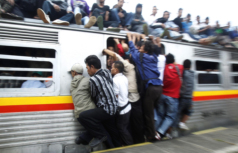 Một chuyến tàu tại Jakarta Indonesia. Ảnh chụp 31/5/2010