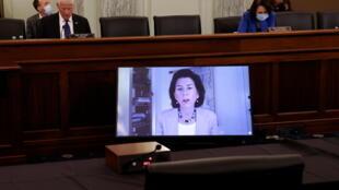 2021年1月26日,美國參議院視頻聽證會確認新總統拜登的商務部長提名人選。吉娜-雷蒙多取代姆努欽,成為商務部掌門人。