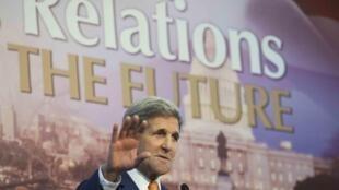O secretário de Estado norte-americano, John Kerry, disse que os Estados Unidos pretendem dialogar com o presidente sírio Bashar al-Assad em prol de uma transição política na Síria.