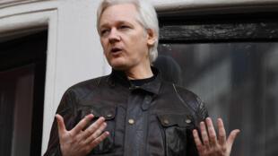 El fundador de WikiLeaks, Julian Assange, el 19 de mayo de 2017 en el balcón de la embajada de Ecuador en Londres