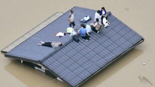 As inundações no Japão têm deixado isoladas muitas comunidades.