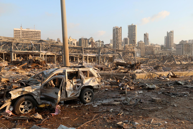 Несколько сотен человек пострадали при мощном взрыве в Бейруте.