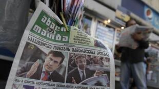 Portraits des deux têtes de l'exécutif géorgien, Mikheïl Saakachvili et Bidzina Ivanichvili, en Une de ce quotidien de Tbilissi, le 2 octobre 2012.