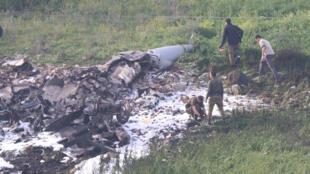 Les débris d'un chasseur-bombardier F-16 israélien, visible non loin du village de Barduf, le 10 février 2018.