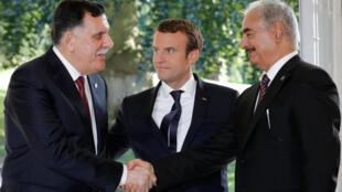 French President Emmanuel Macron with Libyan rival leaders Fayez al-Sarraj (L) and General Khalifa Haftar (R)