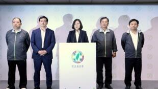 台湾选举民进党大败蔡英文辞党主席台北市长计票出现争议