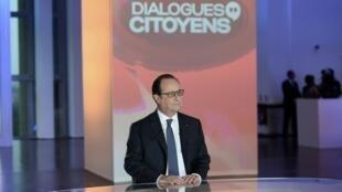 """No programa, intitulado """"Diálogo Cidadão"""", François Hollande respondeu às perguntas de representantes da população."""