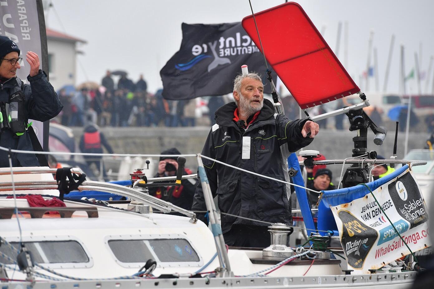 Jean-Luc Van den Heede est resté sept mois seul en mer sur un petit bateau.