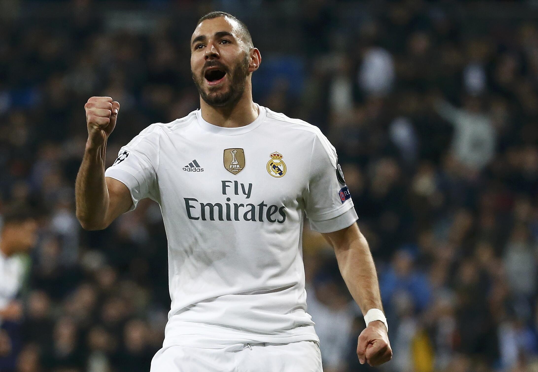 Karim Benzema, avançado francês, com a camisola do Real Madrid.