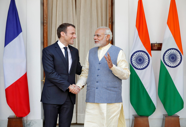 Emmanuel Macron et le Premier ministre indien Narendra Modi lors de leur rencontre à New Delhi le 10 mars 2018.