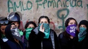 Manifestation contre la violence sexiste après le meurtre de Fatima Cecilia Aldrighett, sept ans, à l'extérieur du Palais national de Mexico, Mexique, le 18 février 2020.