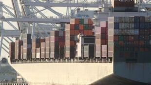 Le navire cargo Humen Bridge déchargé à Jersey City, dans l'État américain de New Jersey, le 1er août 2019.