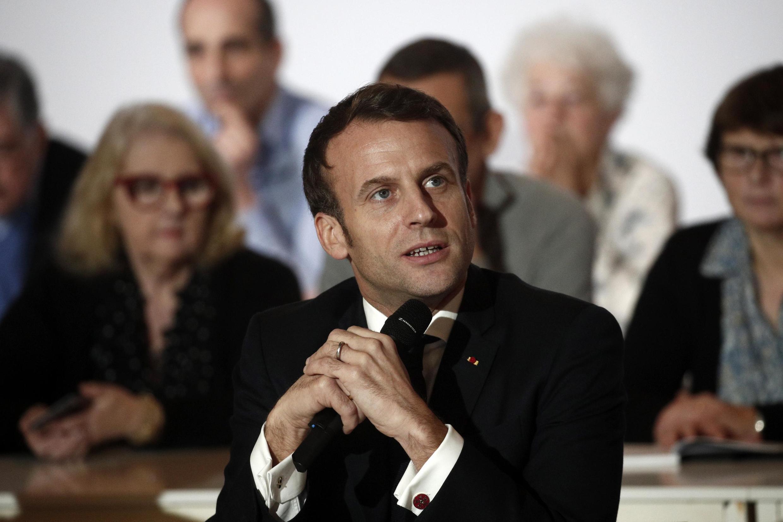Le président français Emmanuel Macron, lors d'une session de la Convention citoyenne pour le climat, à Paris le 10 janvier 2020.