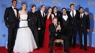 """""""Trapaça"""" vence o prêmio de melhor filme de comédia ou musical na 71ª edição do Globo de Ouro, em Los Angeles."""