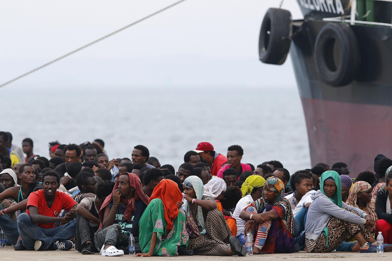 Мигранты в сицилийском порту, Италия, 23 июля 2015.