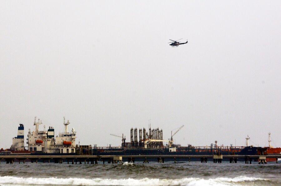 """روزنامه آمریکایی """"وال استریت جورنال"""" پنجشنبه ۲۳ مرداد/ ۱۳ اوت نوشت که آمریکا ۴ نفتکش حامل سوخت از منشا ایران را که راهی ونزوئلا بودند، توقیف کرده است"""