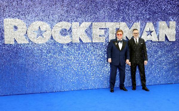 """Элтон Джон с супругом на премьере фильма """"Рокетмен"""" в Лондоне 20 мая 2019"""