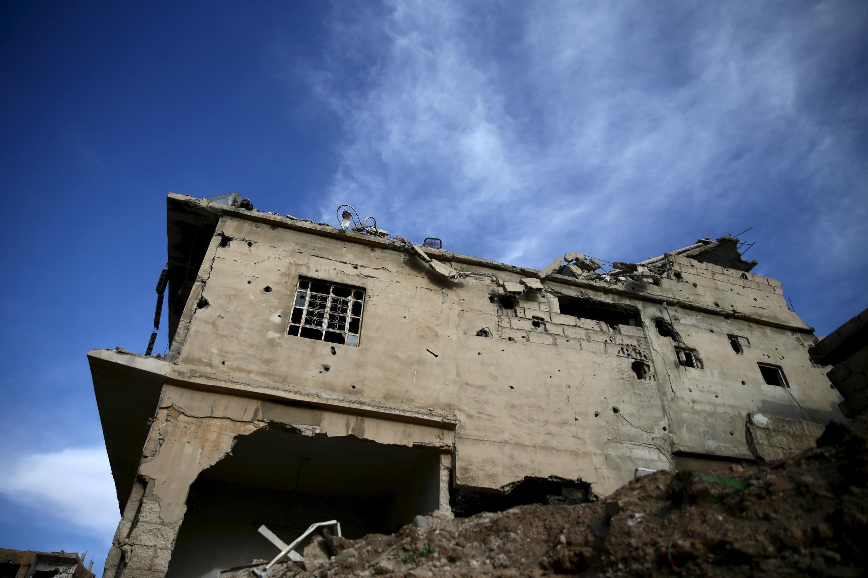 Một thị trấn trong tay quân nổi dậy Syria sau trận không kích của quân chính phủ. Ảnh chụp ngày 01/04/2016.