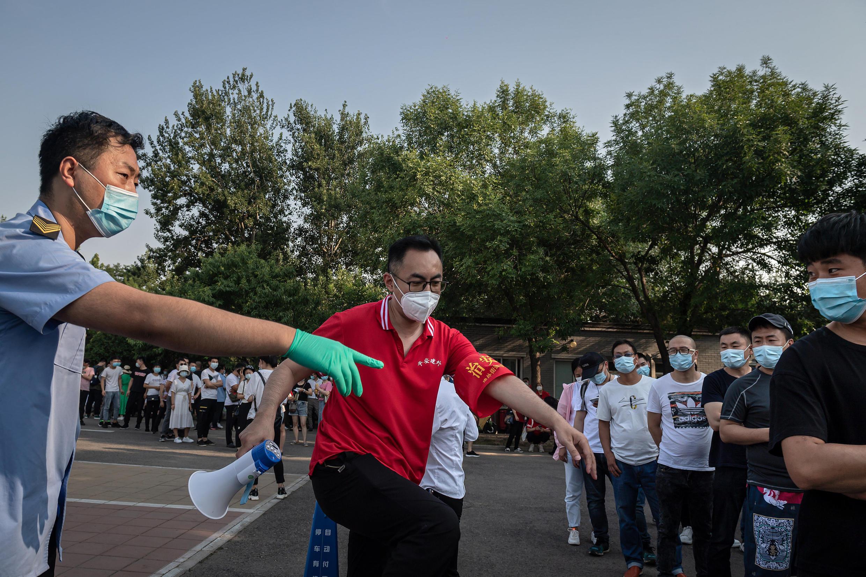 6月19日等待测试的北京居民