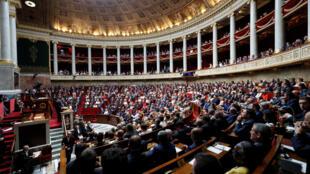 法国总理菲利普7月4日在法国国民议会做施政报告