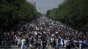 تظاهرکنندگان در جاده دهمزنگ- کوته سنگی