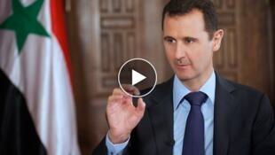 """巴沙尔·阿萨德在大马士革,罕见地接受英国""""星期日泰晤士报""""的采访,这一采访视频的截图。"""