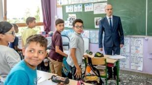 El gobierno francés le negó la entrada al colegio a la escritura inclusiva.