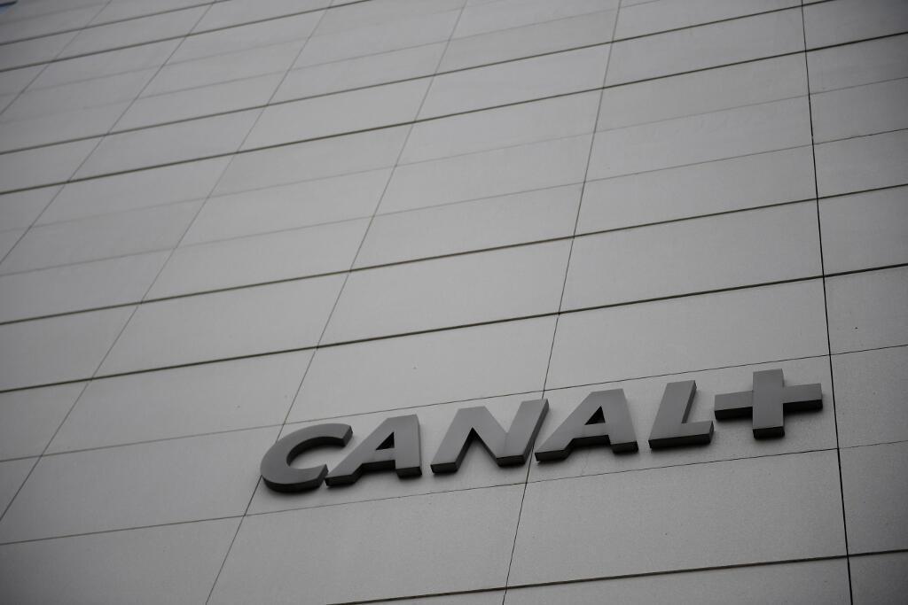 Le logo de Canal+ au siège de la chaîne à Issy-les-Moulineaux.