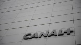 Le logo de Canal+ au siège de la chaîne à Issy-les-Moulineaux. Ici, en novembre 2017.