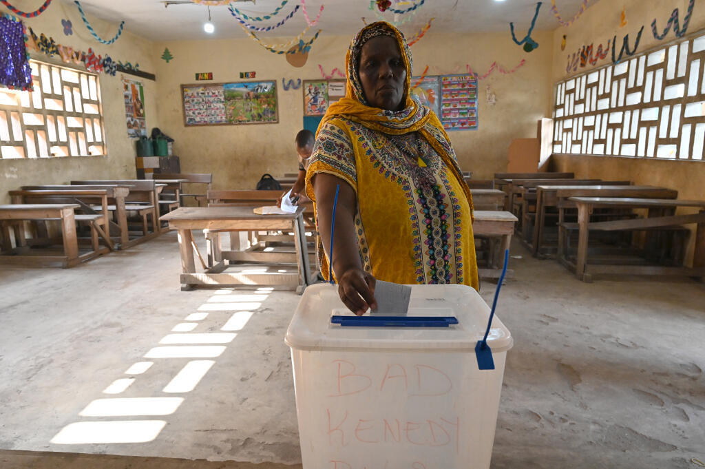 Mesa  de voto  em Abobo, nos arredores de Abidjan 31 10 2020