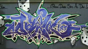 Certains considèrent les graffitis comme de l'art, d'autres comme une nuisance aux biens publics.