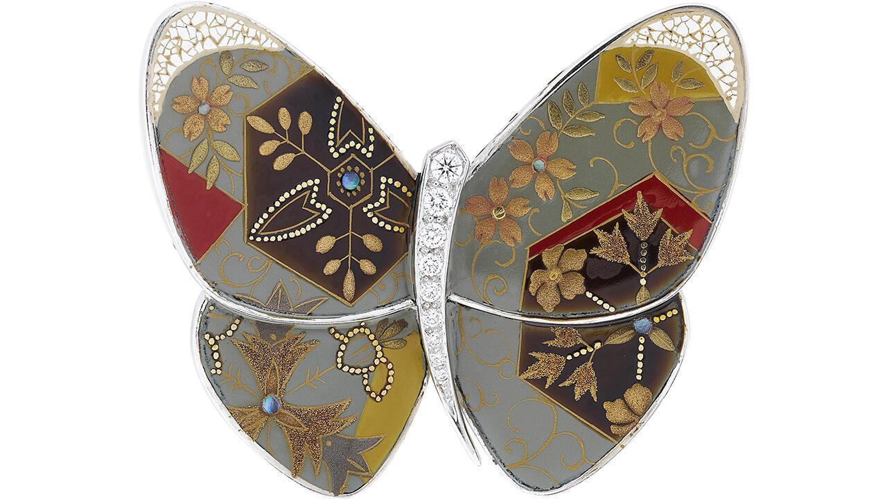 Клип бабочка. 2012. Белое золото, лак, бриллианты. Коллекция Van Cleef & Arpels.