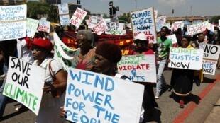 Manifestações em protesto à falta de ação dos países contra as mudanças climáticas já começaram em Durban.