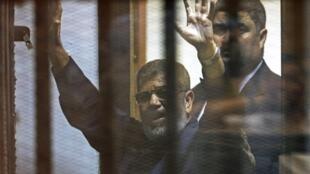 Tribunal egípcio confirmou nesta terça-feira (16) a pena de morte contra o ex- presidente islamita deposto, Mohamed Mursi.