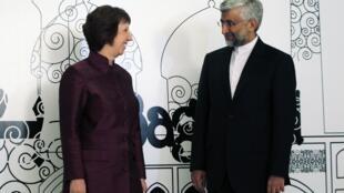 A chefe da diplomacia europeia, Catherine Ashton, ao lado do chefe da delegação do Irã, Saeed Jalili