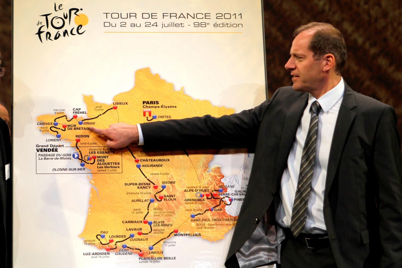 Директор Тур де Франс Кристиан Прюдом представляет маршрут велогонки