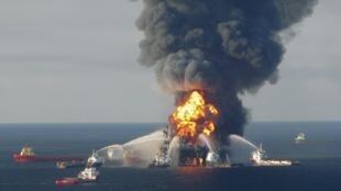 Plateforme pétrolière Deepwater Horizon, au large de la Louisiane, le 21 avril 2010.