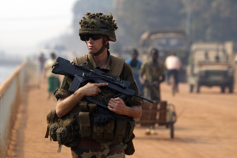 L'Eufor-RCA doit épauler les forces Sangaris et de la Misca. Ici, un soldat de Sangaris dans les rues de Bangui, le 18 janvier 2014.
