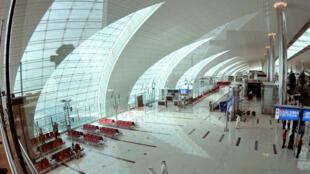 Vista geral da área de embarque da companhia Emirates, no Aeroporto Internacional de Dubai.