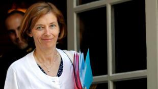 Florence Parly, la ministre française des Armées sortant de l'hotel Matignon à Paris au terme d'une reunion.