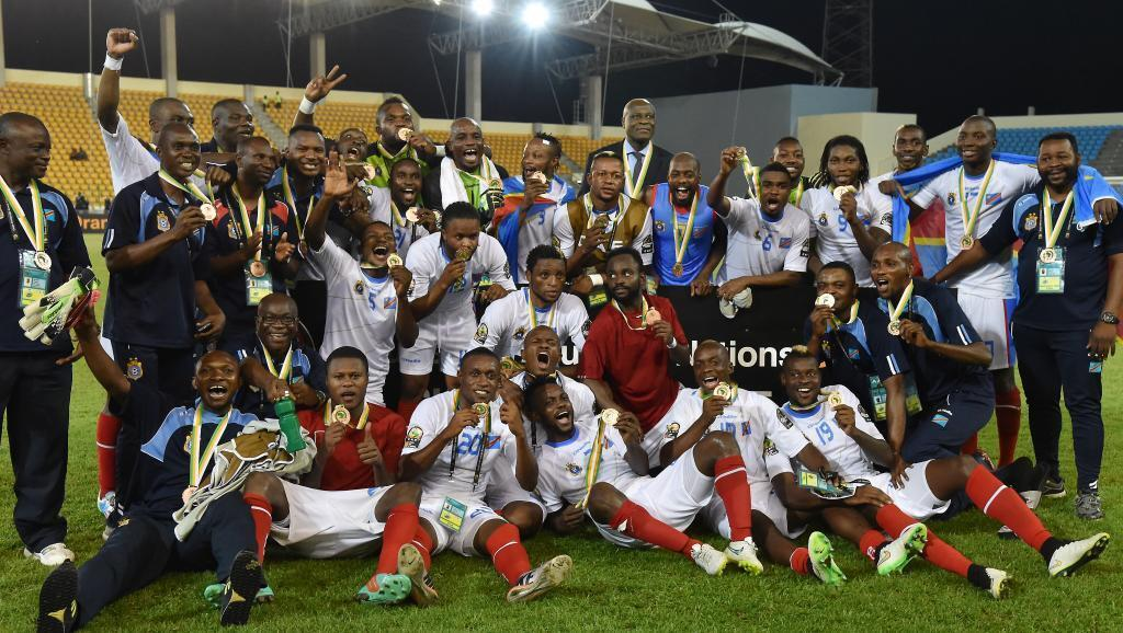 Wachezaji wa DRC wakisherehekea nafasi yao ya tatu katika michuano ya Kombe la Mataifa ya Afrika mwaka 2015.