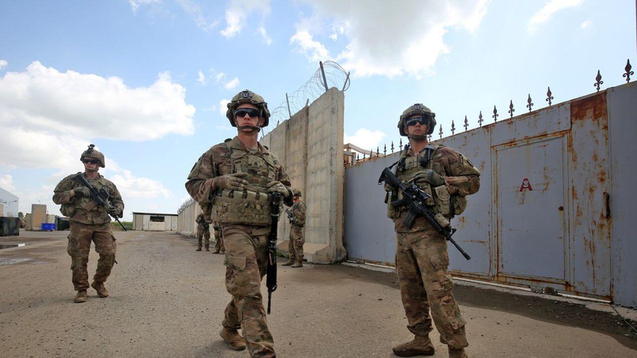 سربازان آمریکایی در مقابل پایگاه عینالاسد-تصویر آرشیوی