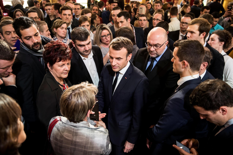 Tổng thống Pháp Emmanuel Macron gặp gỡ các nhà nông tại Điện Elysée, ngày 22/02/2018.