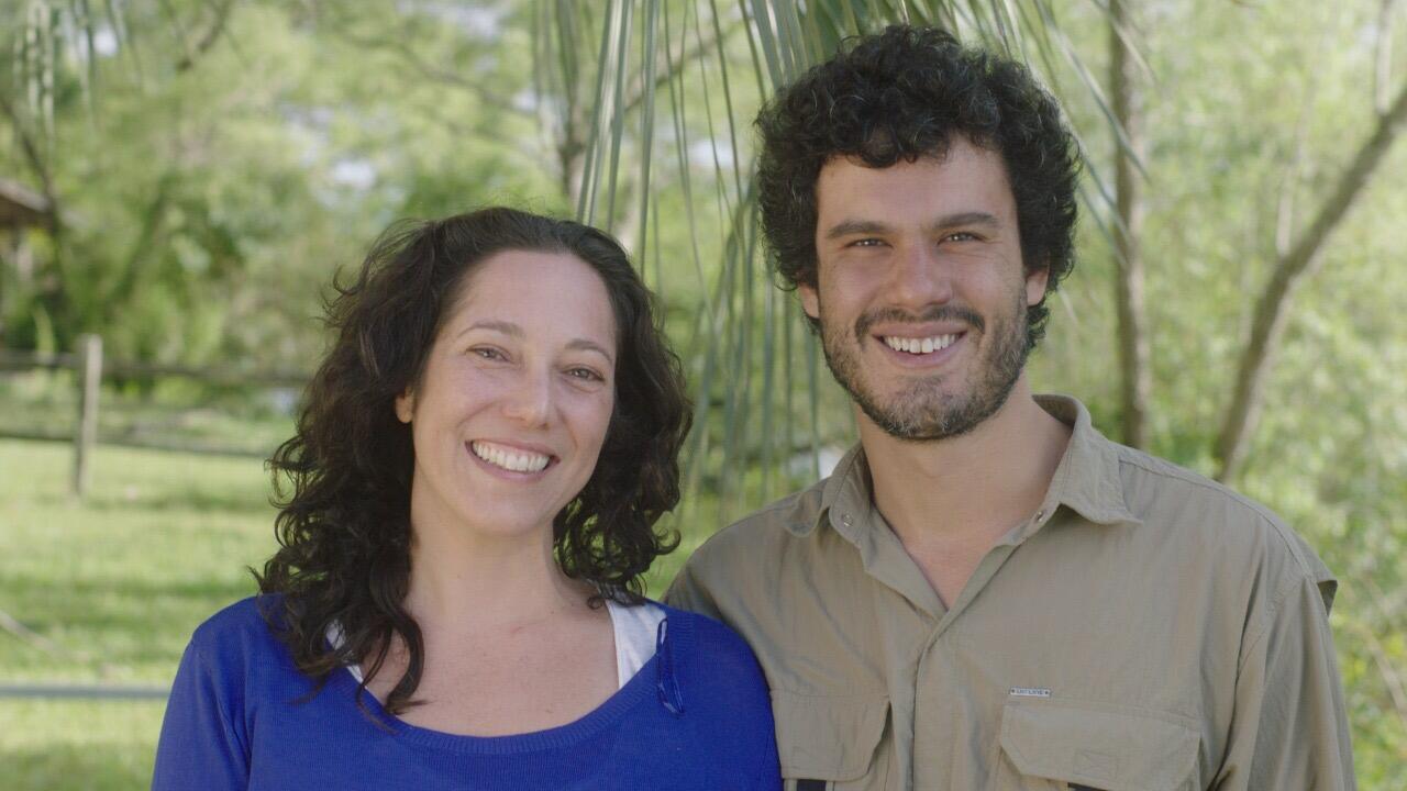 """Fellipe Barbos e Clara Linhart, diretores de """"Domingo""""."""