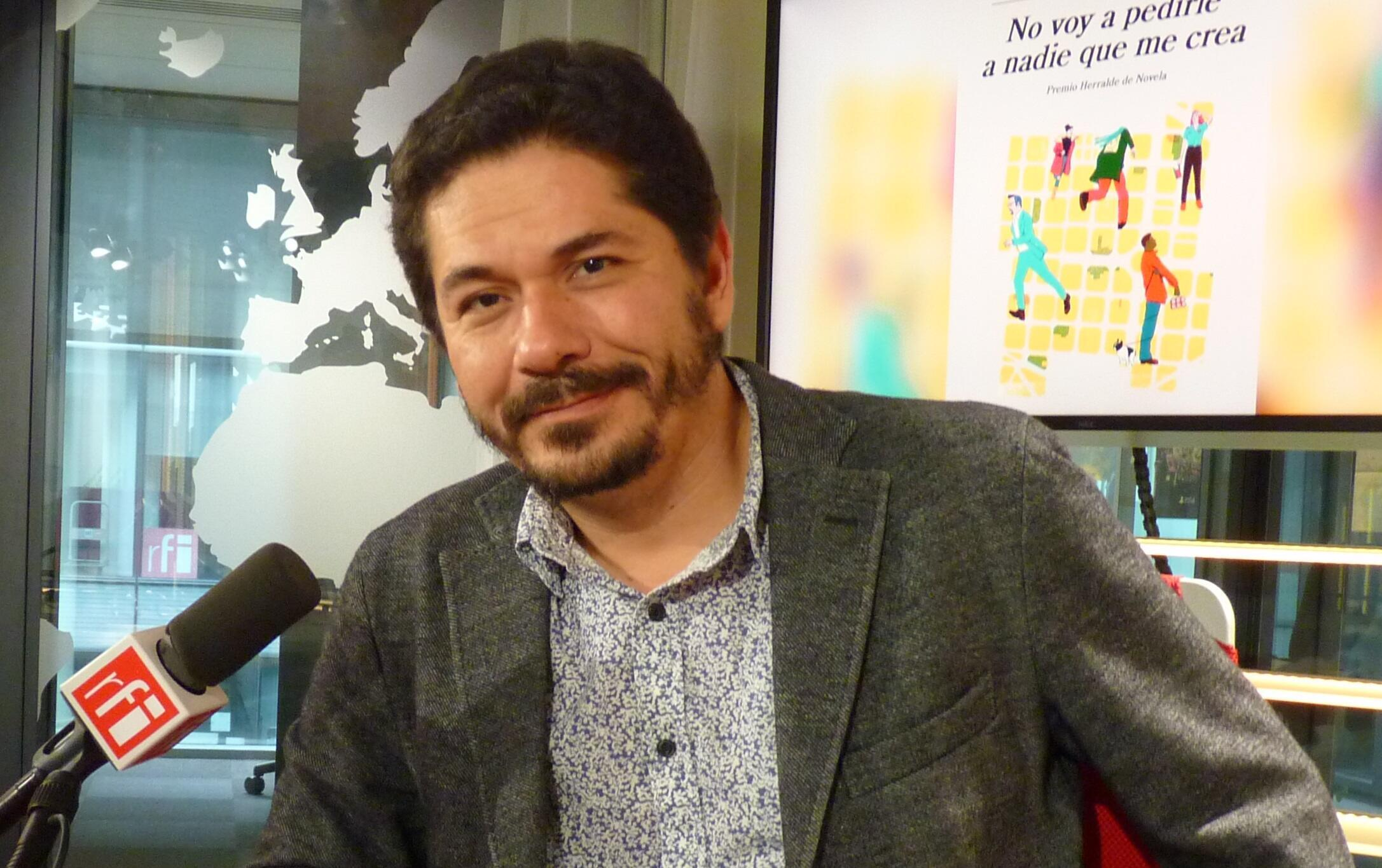 Juan Pablo Villalobos en los estudios de RFI